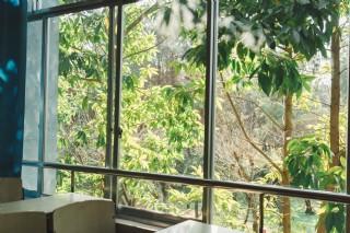 窗戶光暈攝影圖片